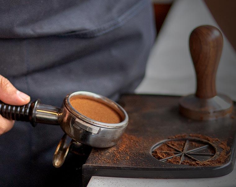 Cafea macinata in portafiltru • Aparate de cafea profesionale• Gama larga de produse • Calitate superioara in toate segmentele de pret • Lumea Cafelei
