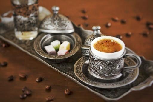 servirea cafelei turcesti